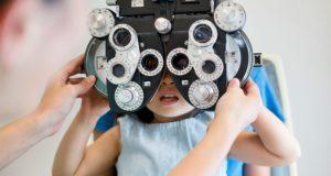 Les lentilles cornéennes aidant les enfants