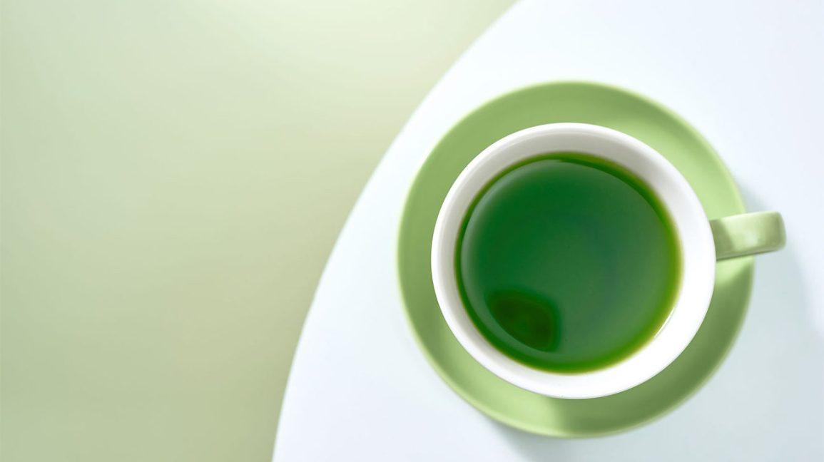 Boire du thé vert Une tasse de thé vert