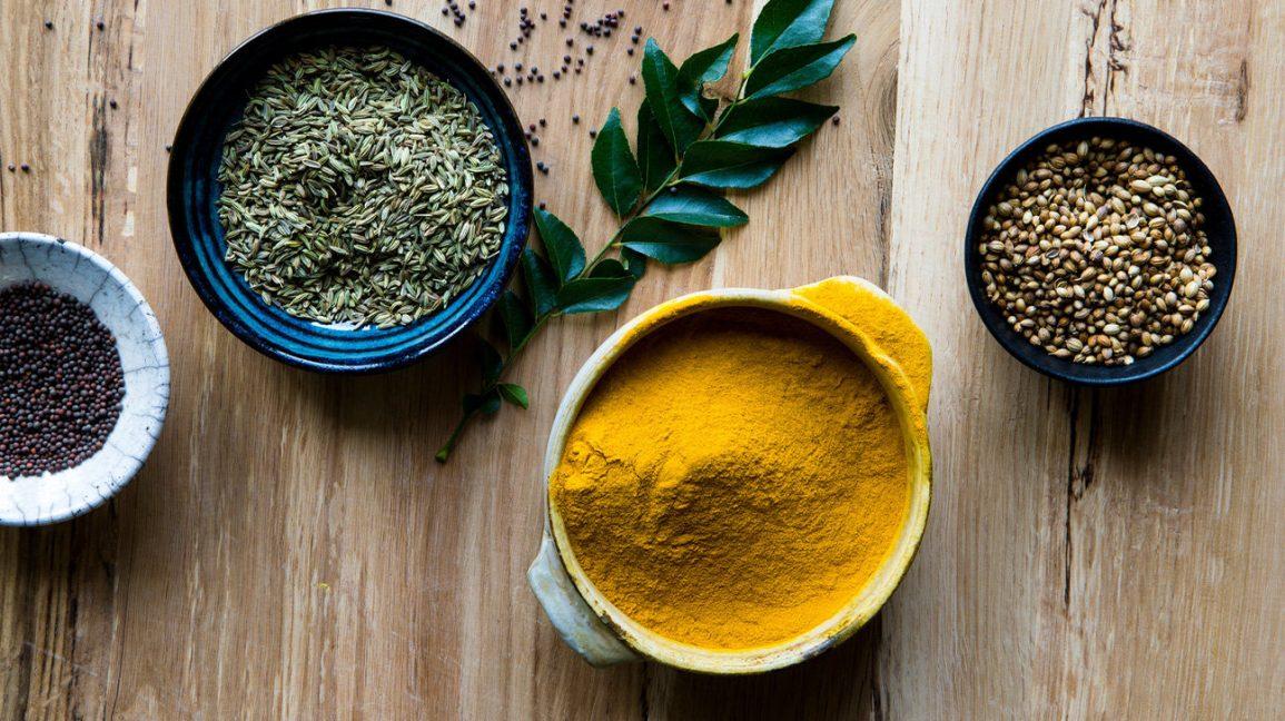 Poudre de curry et autres herbes et épices Poudre de curry
