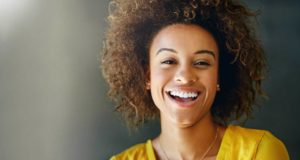 6 façons simples de blanchir naturellement vos dents à la maison