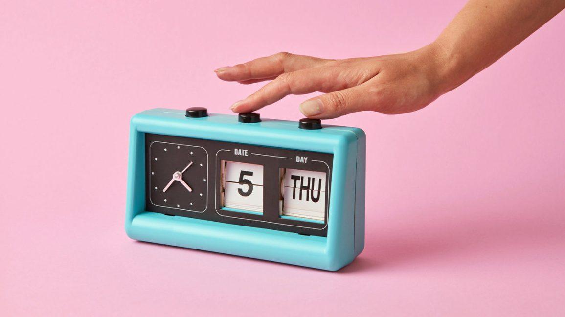 Réveil et calendrier pour chronométrer vos repas