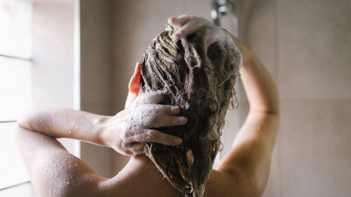 Femme, lavage, elle, cheveux, douche
