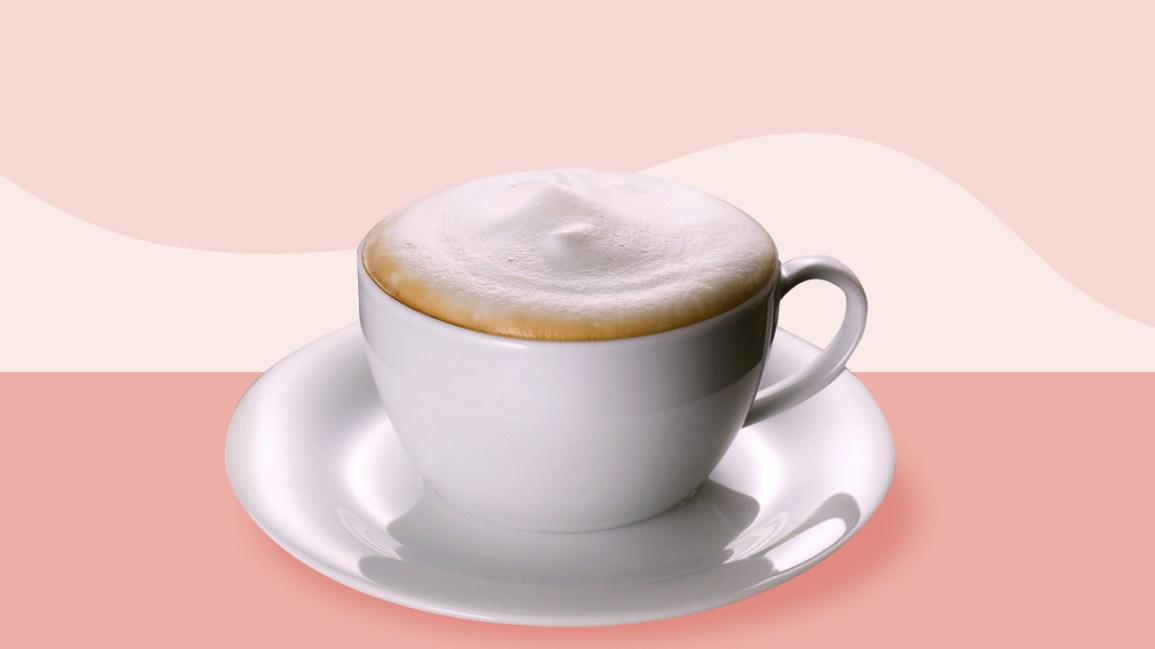 Tasse à café avec du lait moussé