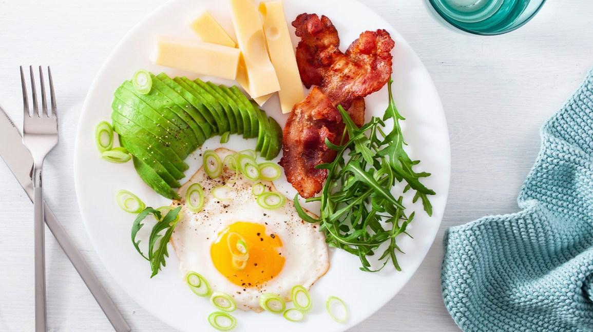 Œufs avec repas faible en glucides au bacon