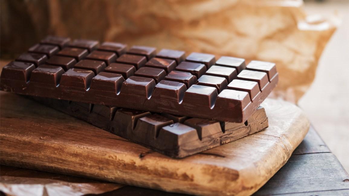 Deux tablettes de chocolat noir