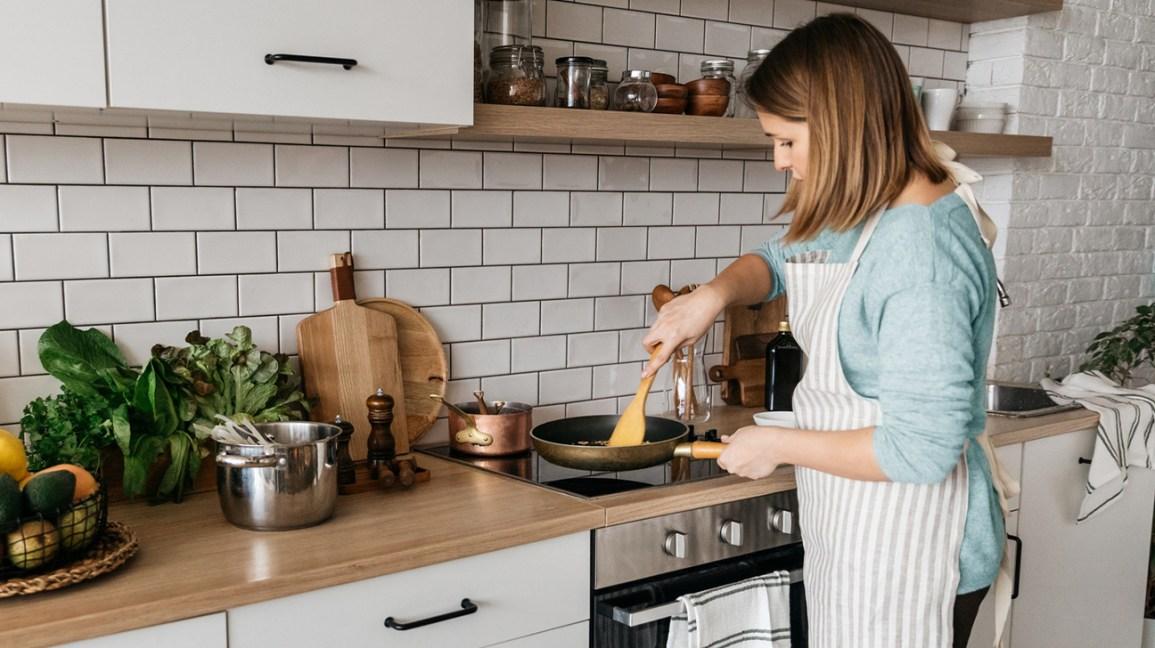Femme, cuisine, dans, a, cuisine