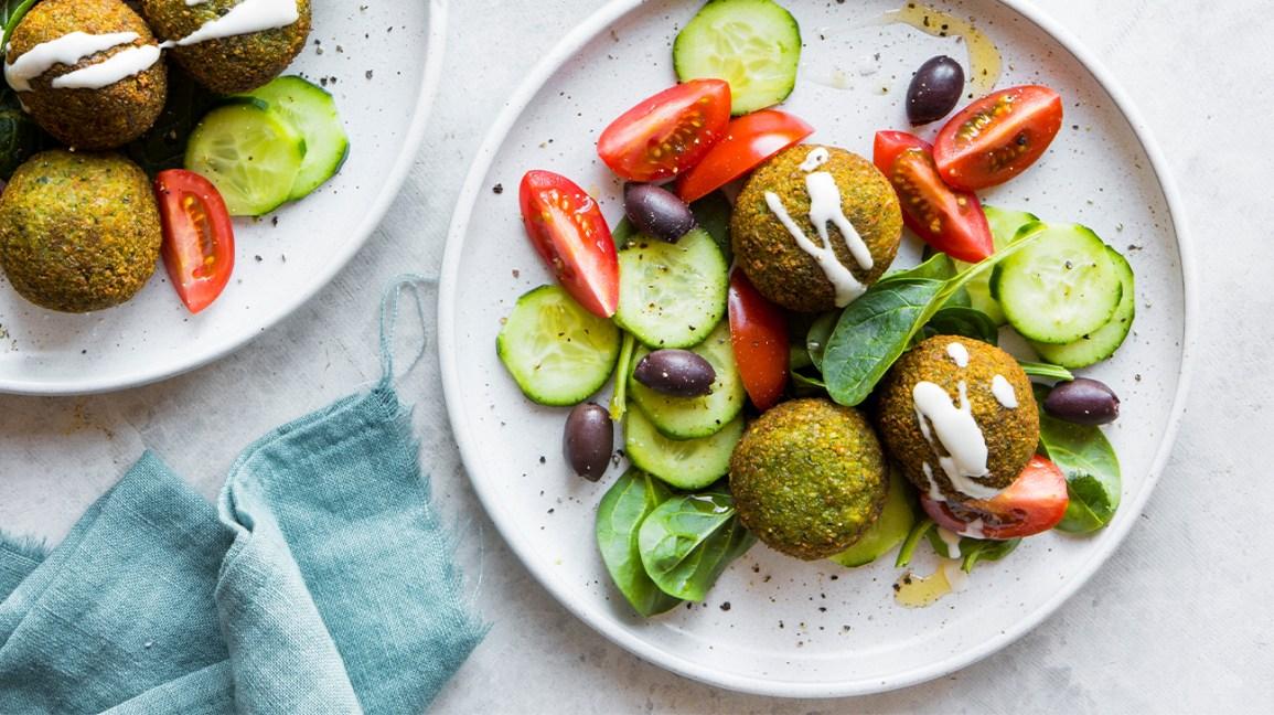 Niveaux d'œstrogène : Falafel avec salade grecque