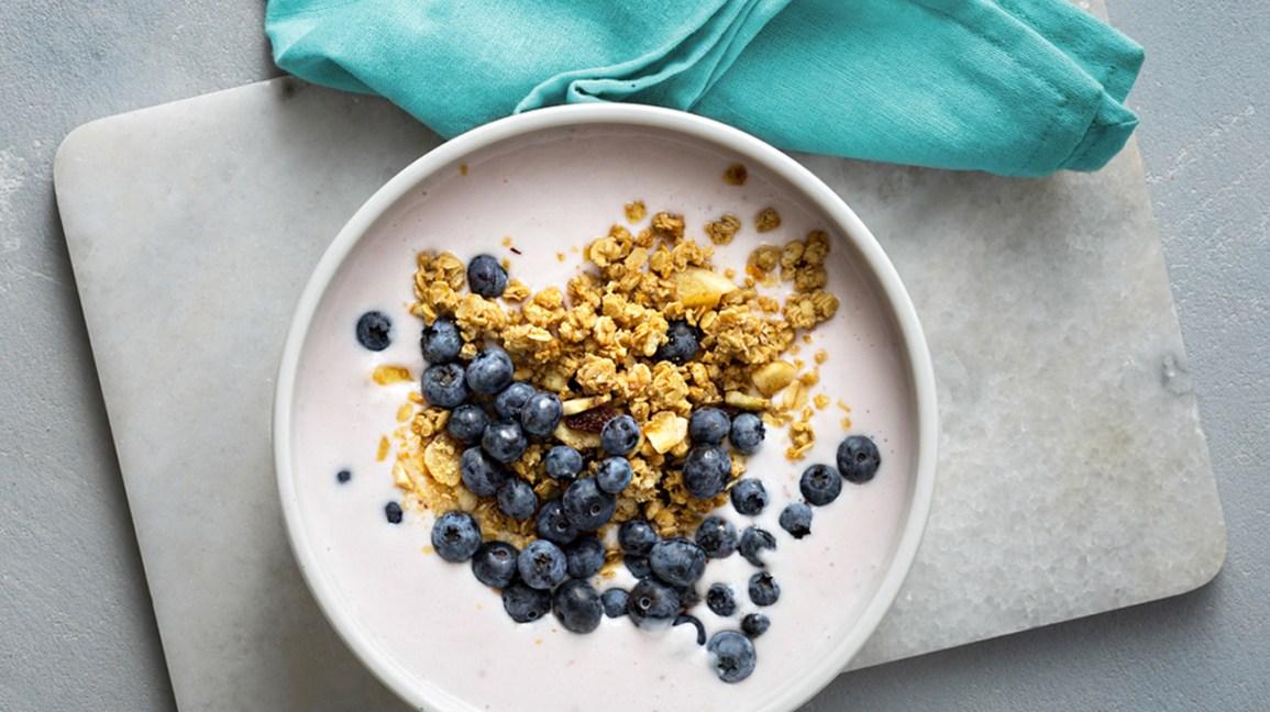 Régime yogourt un bol de yaourt aux myrtilles et granola