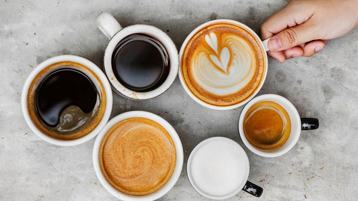 caféine Tasses avec différents types de café et boissons au café