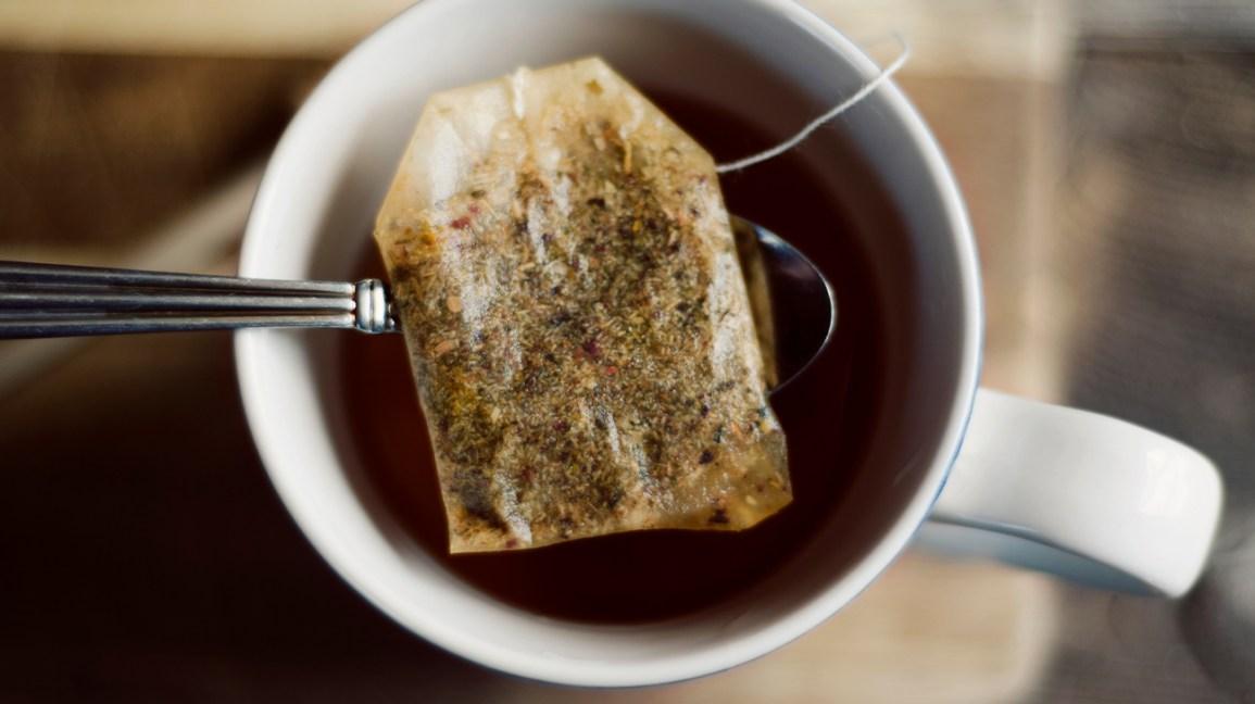 thé noir avec sachet de thé