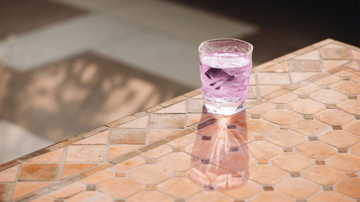 eau aromatisée dans un verre MiO