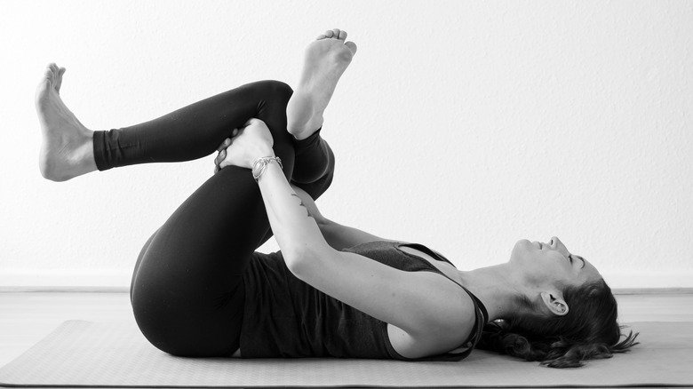 yogi étirement fessier