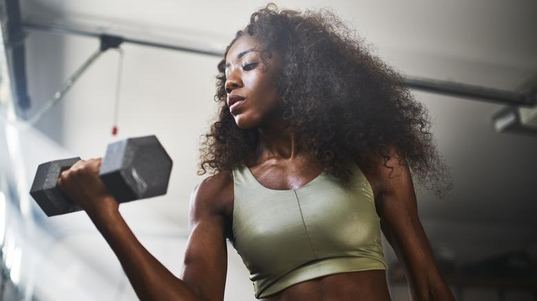curl biceps femme